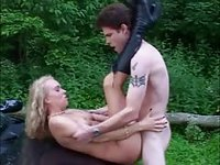 Exhibitionist amateur couple enjoy outdoor car fuck