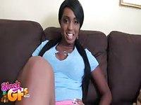 Hot ebony kneels down to suck a cock