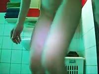Woman records scat in public bathroom